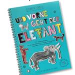 Vorne geht ein Elefant mit Buchkönig in der Hand